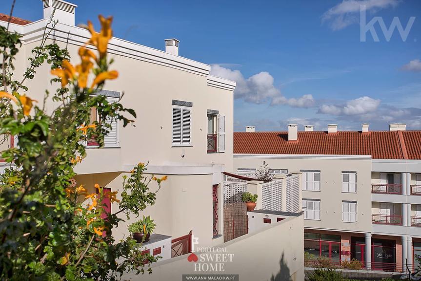 Maison jumelée T3+1 avec terrasse à côté de Oeiras Golf & Residence