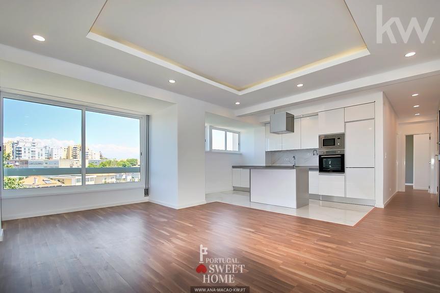 2 bedroom apartment refurbished to debut in Quinta do Marquês, Nova Oeiras