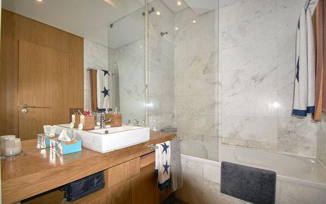 WC com materiais Porcelanosa