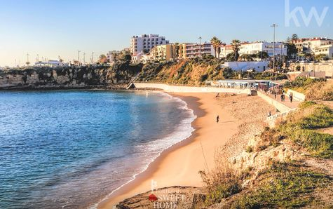 Praia de São Pedro do Estoril (10mn a pé)