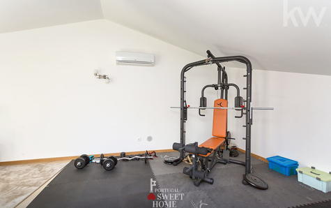 Zona de ginásio no sótão
