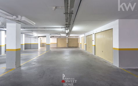 Box et place de parking dans le garage