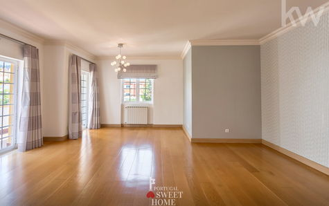 Bright and spacious room