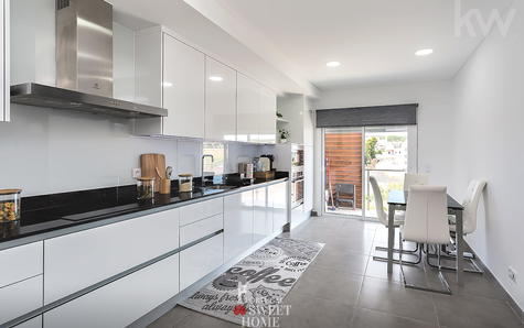 Fully equipped kitchen with 16.5 m²