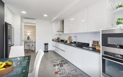 arge and bright kitchen
