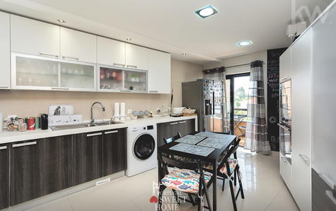 Large kitchen with 17.8 m2