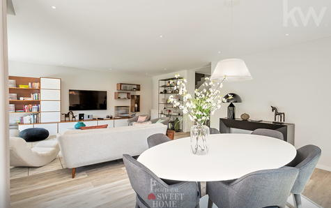 Bright room with 50m2 overlooking the garden and pool