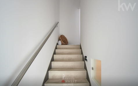 Escadaria de acesso ao piso 1