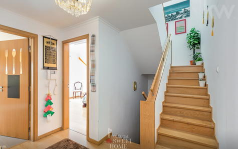Escalier d'accès à l'étage 1