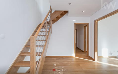 Escada de acesso ao piso superior