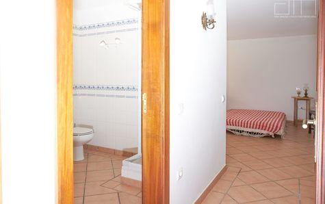 Suite's WC