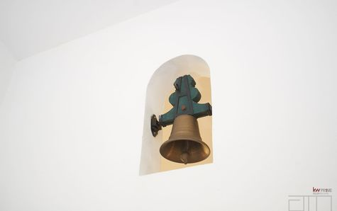 Detail of the bell in the entrance hall